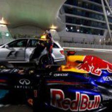 El coche médico recoge a Sebastian Vettel en Yas Marina