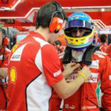 Fernando Alonso se dispone a subir al F2012