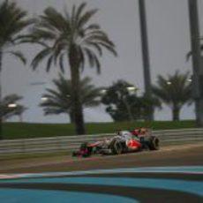Jenson Button completa la clasificación en el circuito de Yas Marina