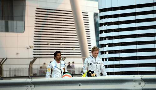 Narain Karthikeyan y Nico Rosberg abandonaron en Abu Dabi