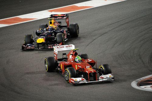 Felipe Massa trata de mantener la posición con Mark Webber en Abu Dabi