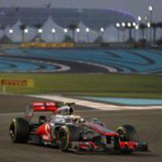 Lewis Hamilton no tuvo fortuna en la carrera de Abu Dabi