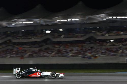 Jenson Button hace lucir la belleza de su McLaren en Abu Dabi