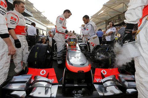 Lewis Hamilton salió desde la pole en la parrilla de Abu Dabi