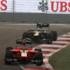 Charles Pic trata de no perder la posición con Vitaly Petrov en India