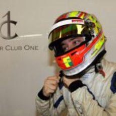 Robin Frijns se quita el casco tras terminar los test de Abu Dabi
