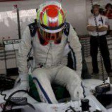 Robin Frijns se baja del Sauber C31 tras los test