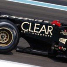 Edoardo Mortara ocupó el Lotus E20 el segundo día de test en Abu Dabi