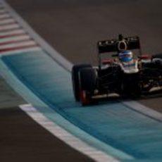 Edoardo Mortara en una recta del circuito de Yas Marina