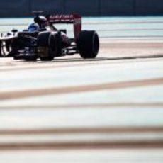 Johnny Cecotto rueda en Yas Marina para Toro Rosso