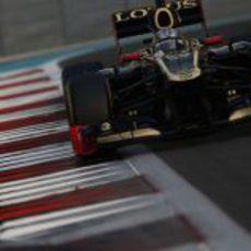 Davide Valsecchi entra en una recta en el circuito de Yas Marina