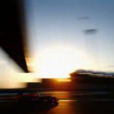 Sebastian Vettel en el crepúsculo de Yas Marina