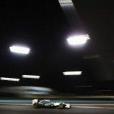 Michael Schumacher bajo los focos de Abu Dabi 2012