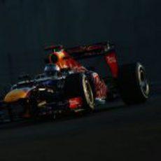 Sebastian Vettel prueba en RB8 en los libres de Yas Marina