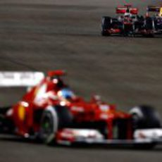 Lucha entre Button y Vettel por detrás de Alonso