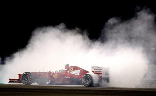 Felipe Massa hace un 'donut' en plena carrera