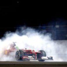 Felipe Massa dando espectáculo en la carrera de Yas Marina