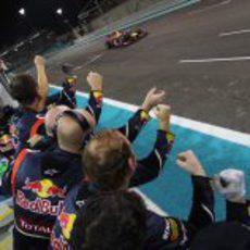 Red Bull celebra la remontada de Vettel como si fuese una victoria