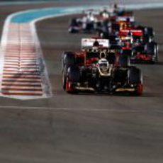 Kimi Räikkönen lidera la carrera de Abu Dabi