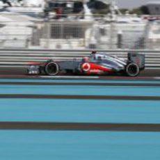 Jenson Button completa los Libres 1 del GP de Abu Dabi 2012