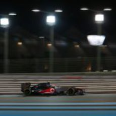 Lewis Hamilton rueda en los Libres 2 del GP de Abu Dabi 2012