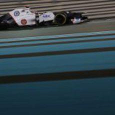 Kamui Kobayashi rueda en el circuito asiático de Yas Marina