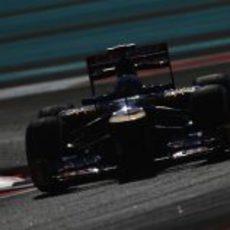 Daniel Ricciardo durante los entrenamientos del viernes en Abu Dabi