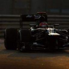 El CT01 de Heikki Kovalainen rueda en Yas Marina