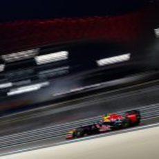 Mark Webber abandonó en el Gran Premio de Abu Dabi 2012