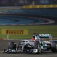 Michael Schumacher no terminó en los puntos en Abu Dabi