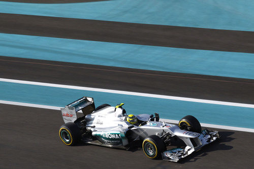 Nico Rosberg abandonó por un accidente en Yas Marina