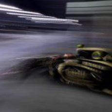 Romain Grosjean sale rápidamente del garaje