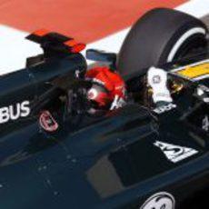 Plano de Heikki Kovalainen conduciendo el CT01