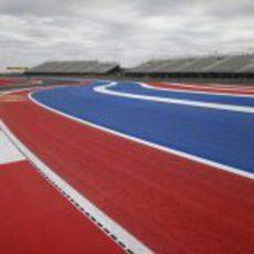 Azul y rojo predominan en el Circuito de las Américas