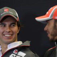 Complicidad entre Sergio Pérez y Lewis Hamilton