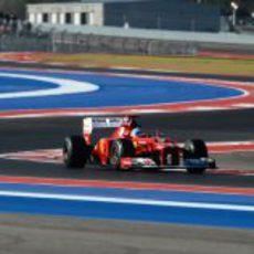 Fernando Alonso rueda en los entrenamientos libres