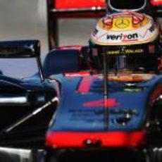 Lewis Hamilton con su nuevo casco en el GP de Estados Unidos 2012