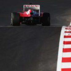 Fernando Alonso sobre el asfalto negro de Austin