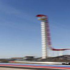 La gran torre, al paso de Pastor Maldonado