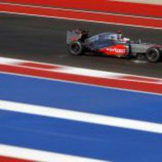 Jenson Button rueda en los Libres 2 del GP de Estados Unidos 2012