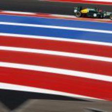 Heikki Kovalainen rueda con el CT01 en Austin