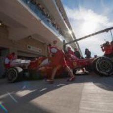 Fernando Alonso vuelve a boxes