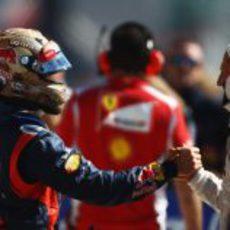 Michael Schumacher felicita a Sebastian Vettel tras su 'pole' en Austin