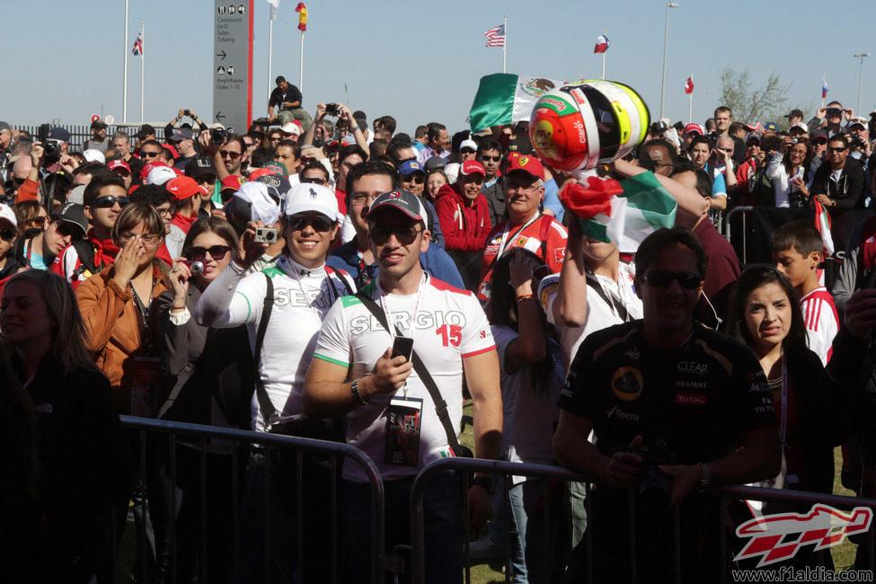 Los fans de Sergio Pérez en Austin