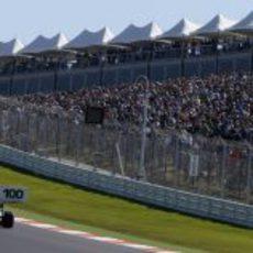 Pastor Maldonado llega a la primera curva