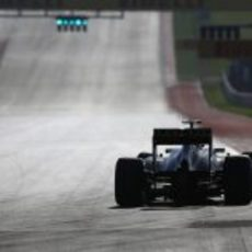 Kimi Räikkönen pasa por meta en el COTA