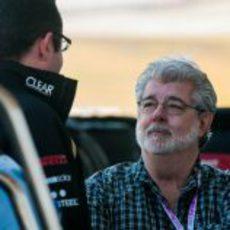 George Lucas habla con Eric Boullier en el Circuito de las Américas