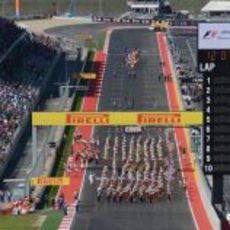 Desfile al estilo estadounidense antes de la carrera de Austin