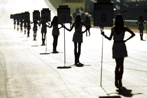 Las 'pit babes' colocadas en la parrilla del GP de Estados Unidos 2012