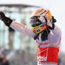Hamilton celebra su triunfo en Austin